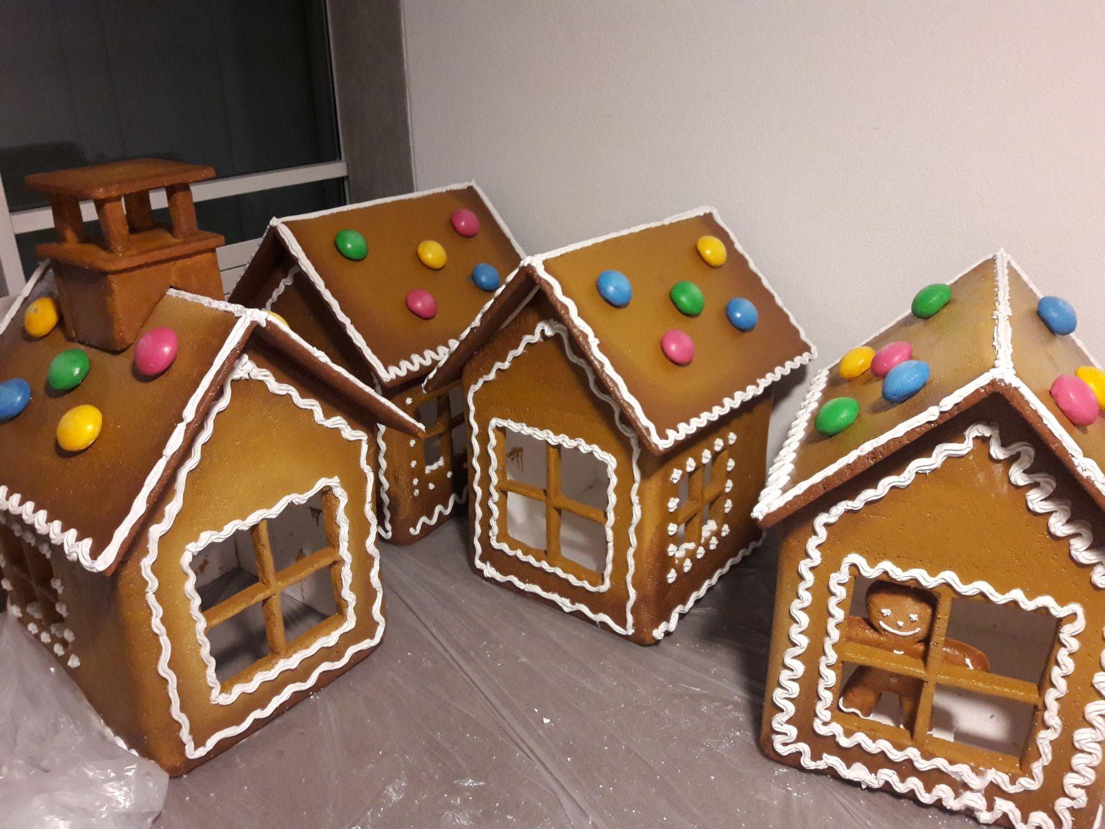 Création-réalisation-sur-mesure-de-maisons-en-pain-d'épices
