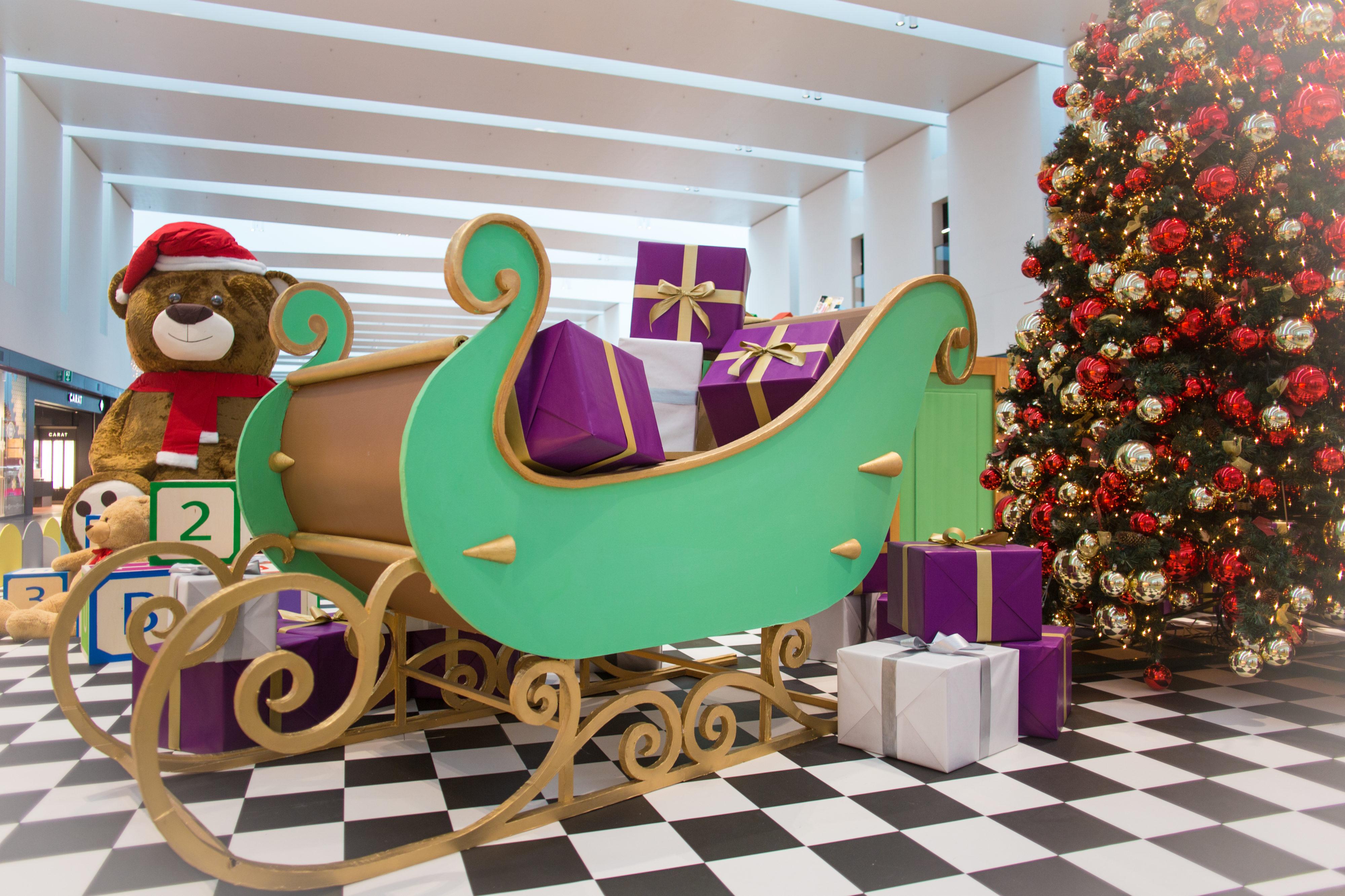 Création-de-décor-sur-mesure-le-traîneau-de-Père-Noël