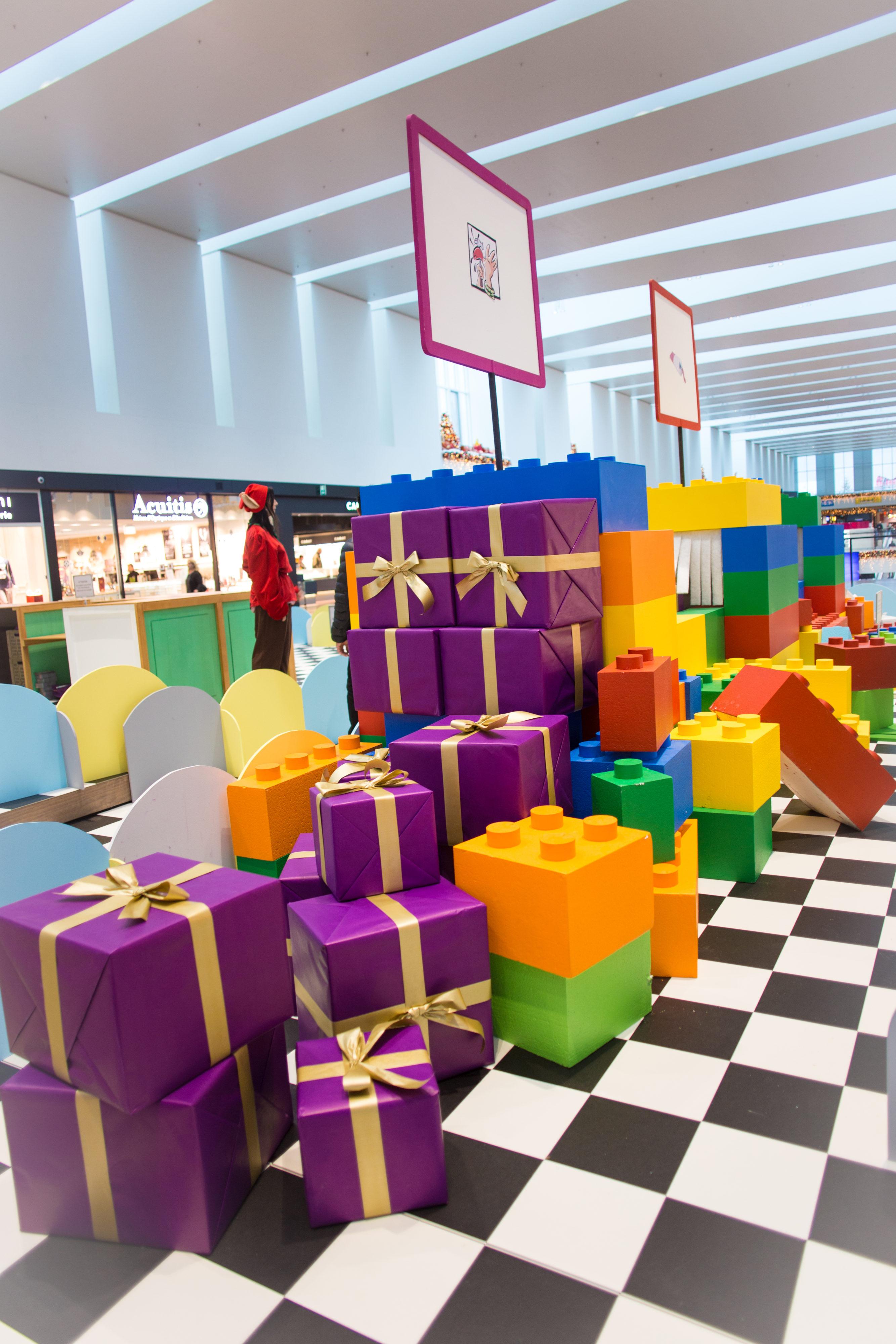 Paquets-cadeaux-Noël-Marin-Centre-Réparation-de-jouets