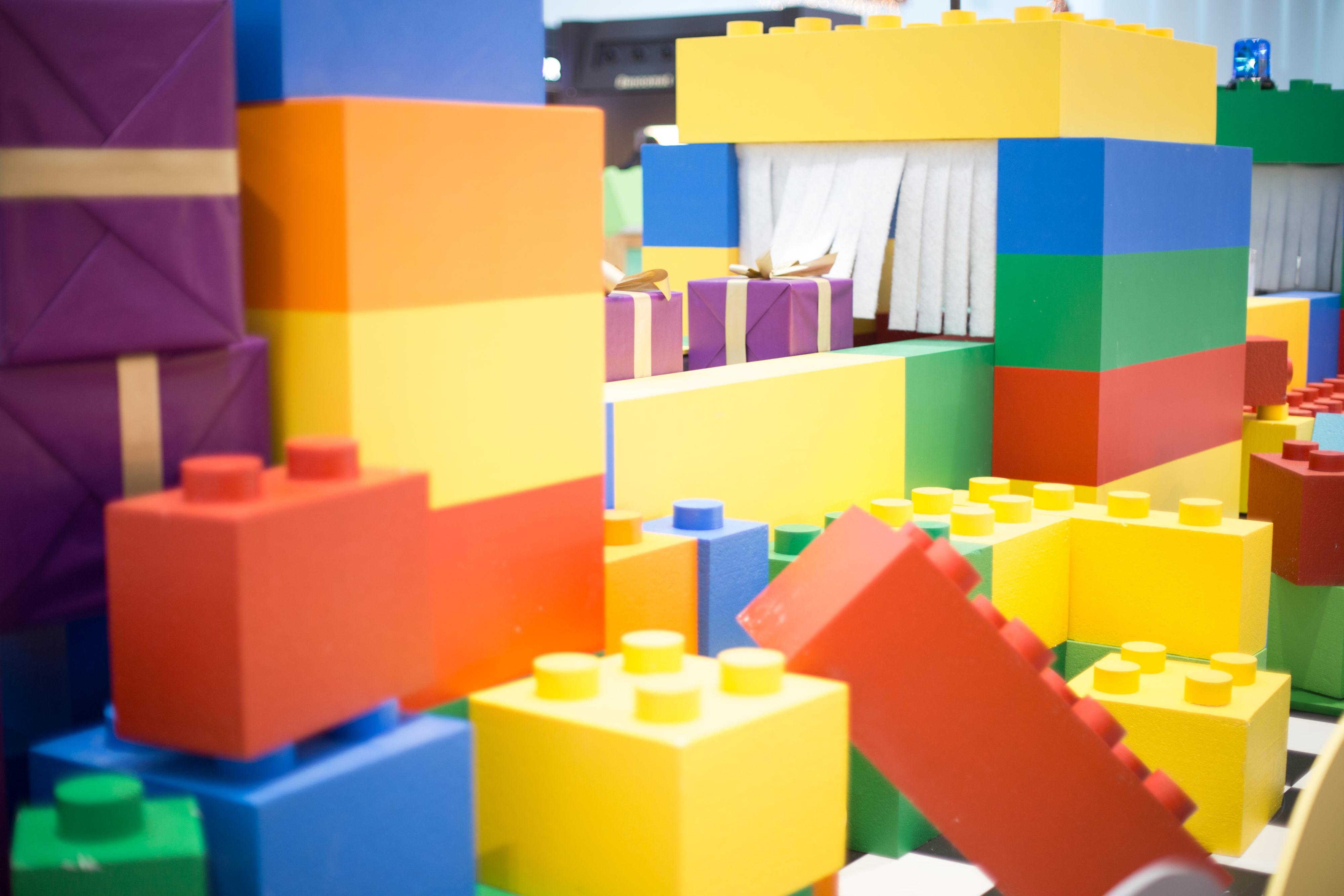 Création-décor-sur-mesure-fabrique-de-jouets